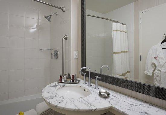 Westlake, Τέξας: Concierge Guest Bathroom