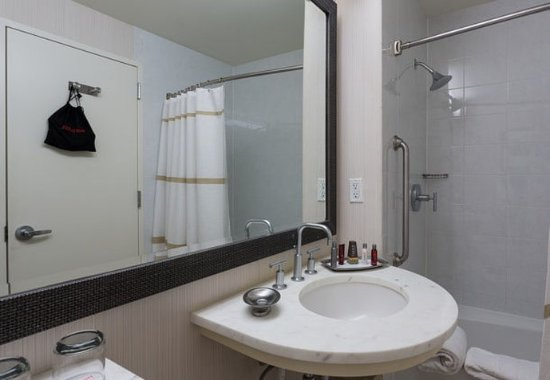 Westlake, TX: Accessible Guest Bathroom