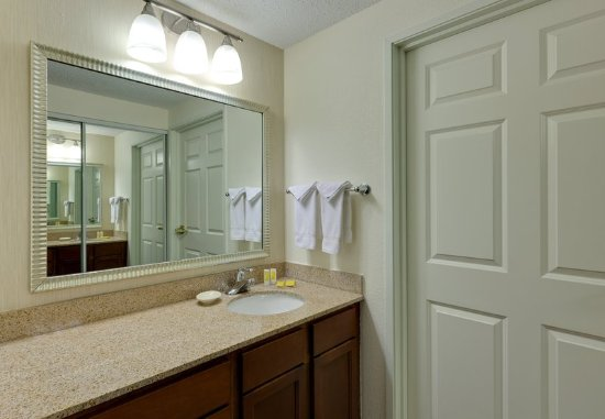 Warrenville, Ιλινόις: Suite Bathroom