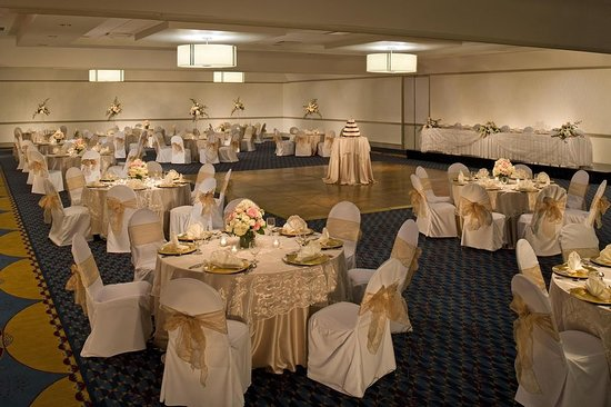 Monroeville, PA: Wedding Reception Setup