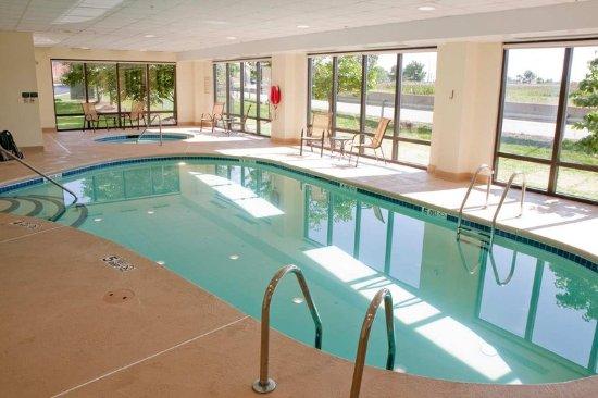West Seneca, NY: Indoor Pool and Whirlpool