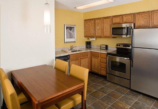 New Rochelle, NY: Studio Suite Kitchen