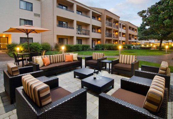 บีเวอร์ตัน, ออริกอน: Courtyard Patio