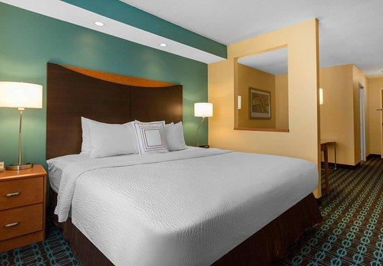Saint Cloud, MN: Executive King Suite - Sleeping Area