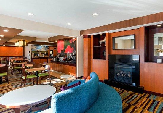 Saint Cloud, มินนิโซตา: Lobby & Fireplace