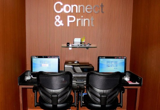 Farmington Hills, MI: Business Center