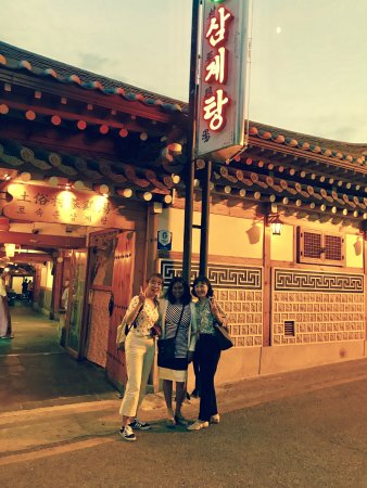 Tosokchon Samgyetang: Me and my Korean friends