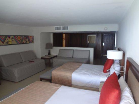 Habitacion con 2 camas matrimoniales y dos sofas camas - Sofas para habitacion ...