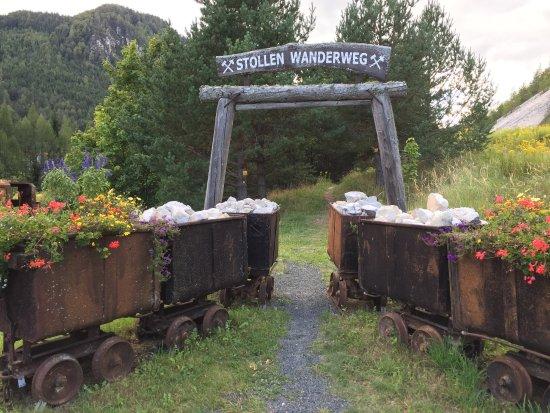 Bad Bleiberg, Austria: Eine der vielen wanderungen in der Umgebung - Stollen Wanderweg