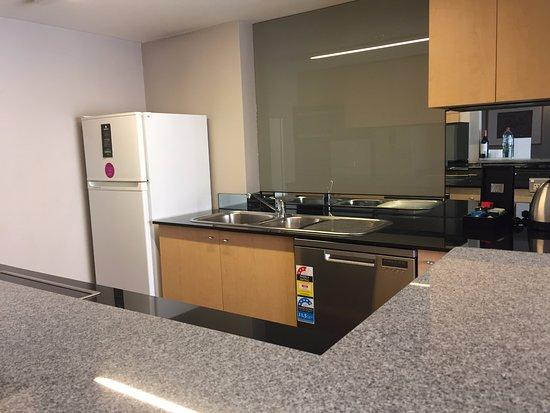 Adina Apartment Hotel Sydney Town Hall: Kitchen