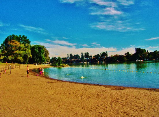 Fairview, OR: a swimming area