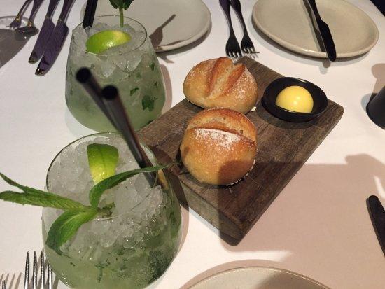 Flying Fish Restaurant & Bar: Mojito & Bread