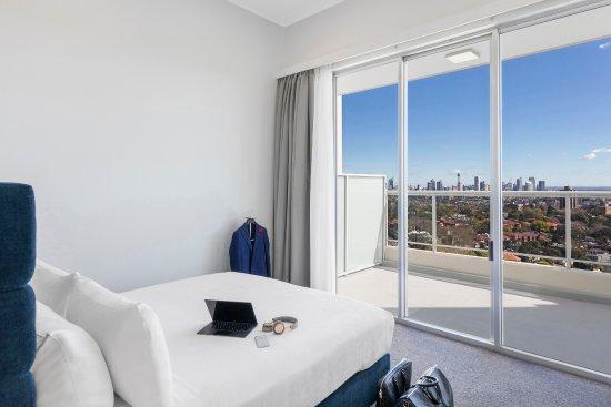 Meriton Suites Bondi Junction : Three Bedroom Harbourside Penthouse