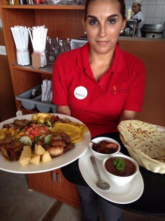 Santa Ana, Kosta Rika: Silena para servirlos!