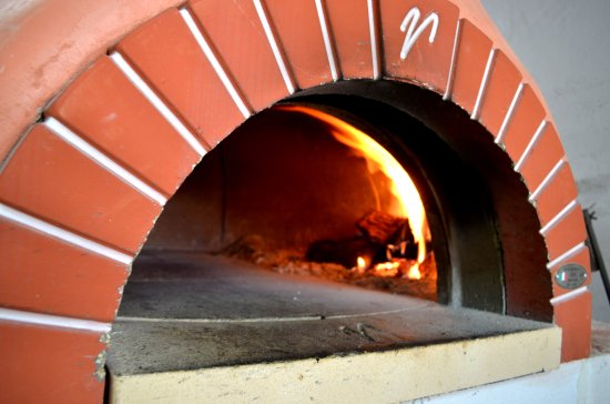 Barcaldine, Australia: LOUNGING EMU's oven built onsite by the OWNER's