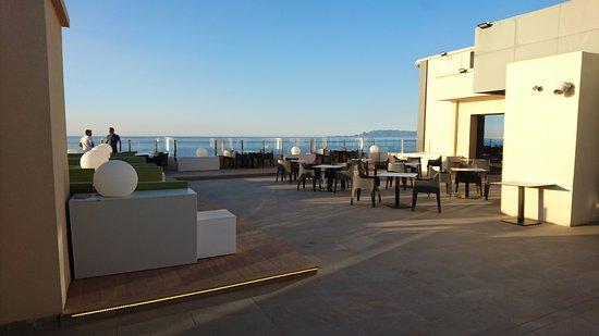 Charmant Royal Tulip Skikda: Restaurant Steak House Au 14e étage Avec Terrasse Vue  Sur Mer
