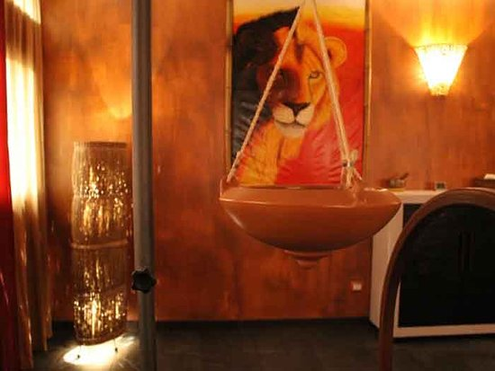 Selvazzano Dentro, Italy: Red Room - Shirodara