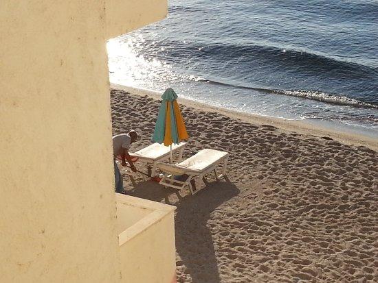 Emiliana: Intanto di mattina presto......sulla spiaggia......