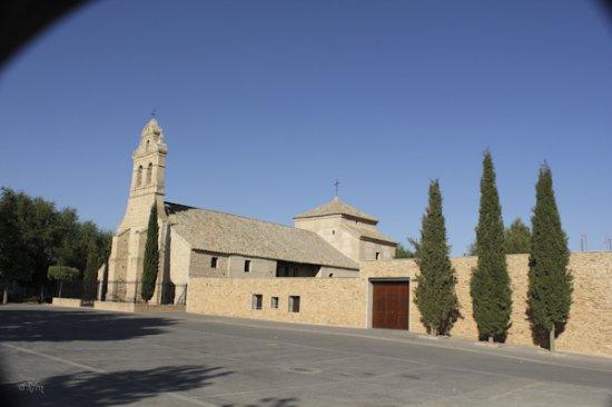 Torralba de Calatrava, إسبانيا: Iglesia y plaza