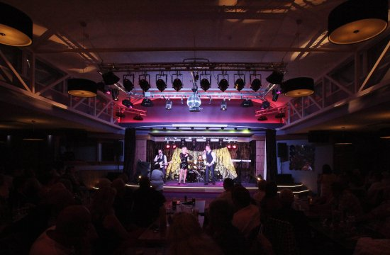 The Beachcomber Clubhouse & Restaurant: Evening entertainment