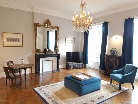 Hotel Tardif Noble Guesthouse: Deluxe Suite living room