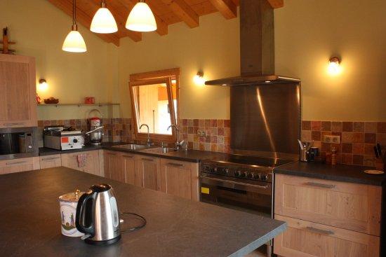 Chalets La Terrasse de Verchaix: Kitchen (not for guest use)