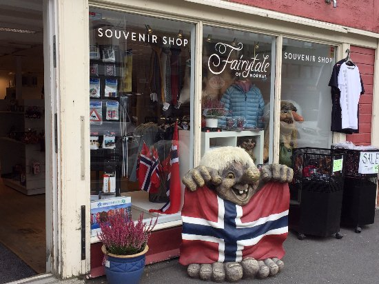 Trondheim Municipality, Norwegia: The Troll Geir in front of the shop :-)