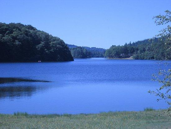Treignac, France : Uitzicht Lac de Bariousses