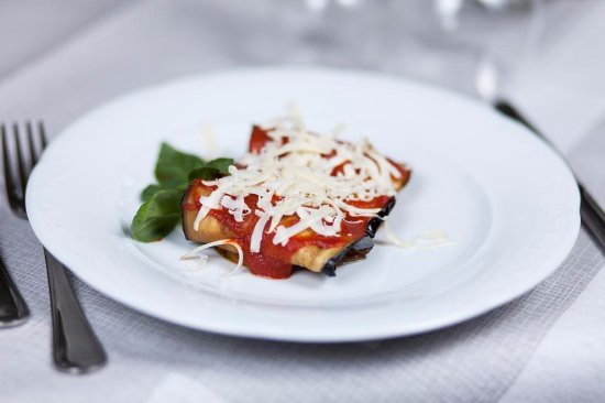 "Рагольна, Италия: Sicilian Spaghetti with tomatoes, fried aubergines and ricotta cheese ""Norma"""