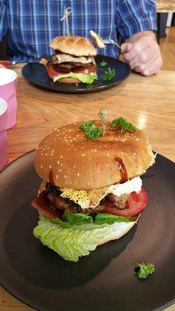Taree, Australia: The yummy hamburgers we had for lunch