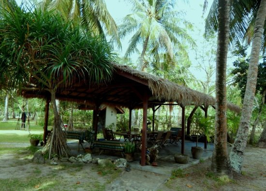 Desa Sekotong Barat, Indonesia: Dining area near the beach