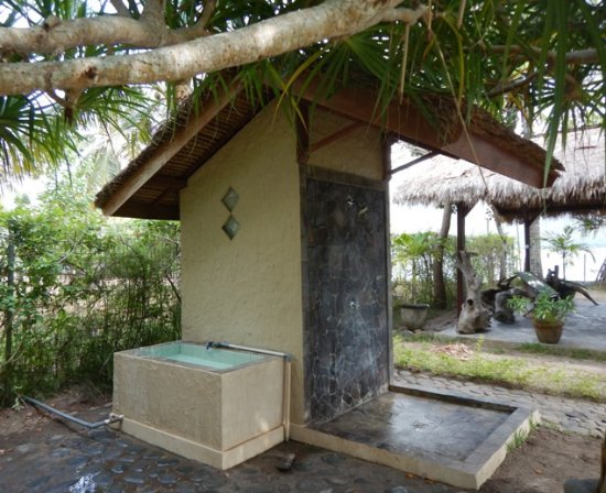 Desa Sekotong Barat, Indonesia: Dive gear wash area and shower/toilet