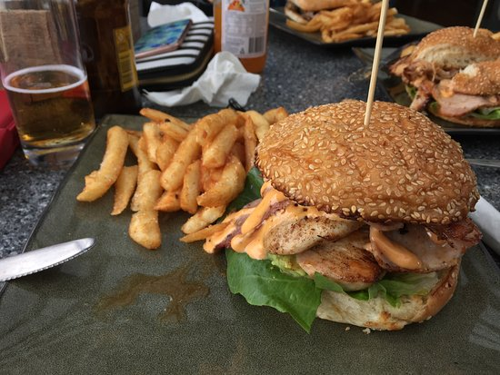 Advancetown, Australia: Chicken burger