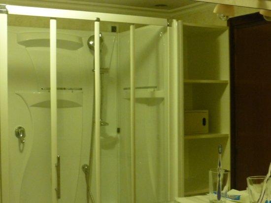 Hotel Grand Torino: Die moderne Dusche