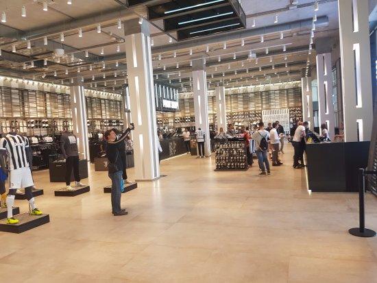 Juventus Stadium: la boutique