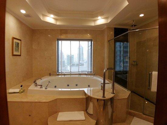 InterContinental Kuala Lumpur: 浴室/spa按摩浴缸