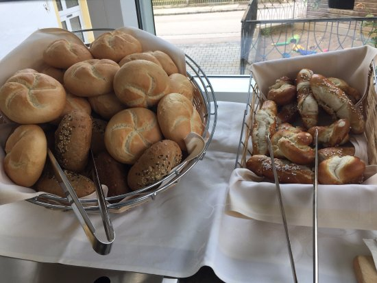 Horgau, Alemania: More breakfast offerings.
