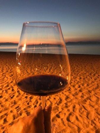 Перайя, Греция: Strandimpression mit Wein