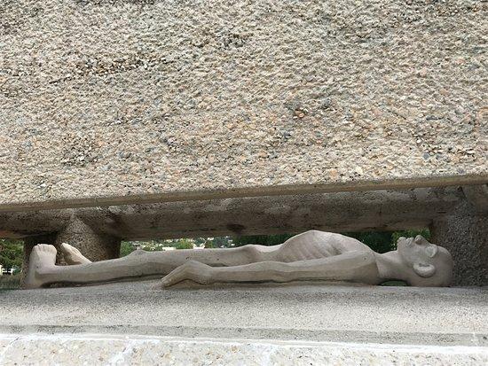 Nantua, France: Le gisant sous le sarcophage