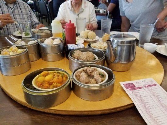 Golden Harvest Restaurant: dim sum