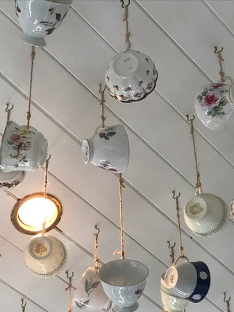 Skye Pie Cafe: Teacups on the ceiling!