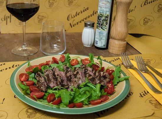 Arcidosso, إيطاليا: Tagliata di vitellone con rucola. aceto balsamico, pomodorini