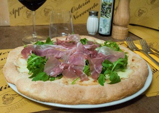 Arcidosso, Italia: PIZZA D'AUTORE - Mozzarella, Rucola, Prosciutto crudo