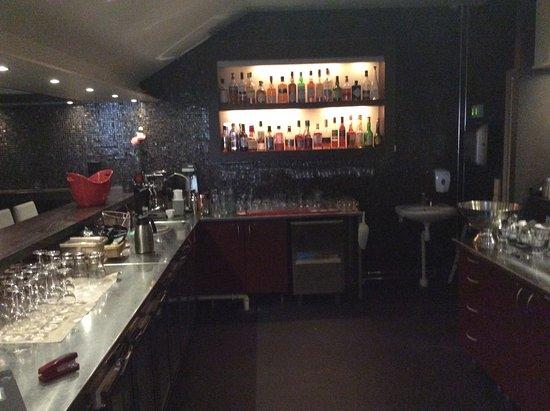 Restaurant Frimis: De starkare dryckerna beställdes i baren.