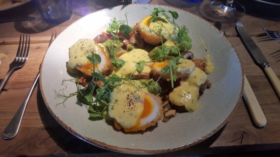 Hanley Swan, UK : Crispy Barbury Duck Eggs starter upsized to a main
