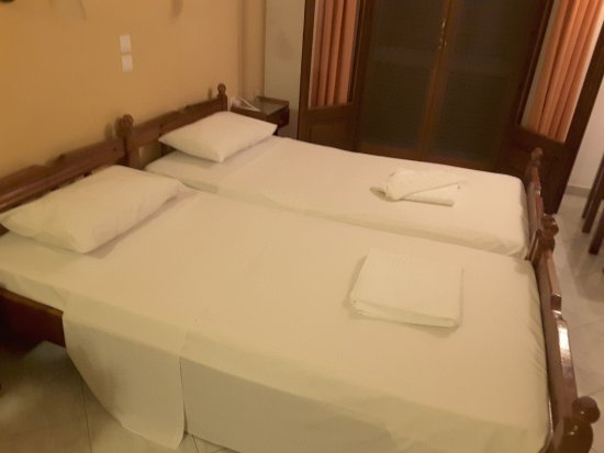 Aphrodite Apartments: Fresh clean linen, changed every few days