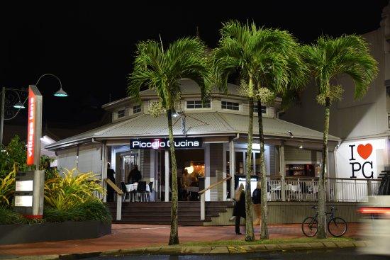 Piccolo Cucina: Palm trees @ night