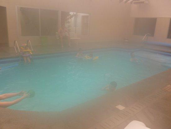 Paradise Spa Complejo Turistico: La foto no es clara, por la humedad ambiente, pero la piscina principal era muy linda, grande.