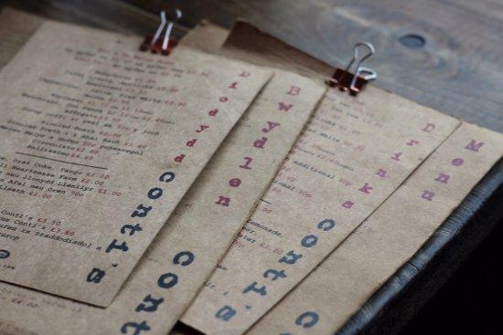 Lampeter, UK: Mae ei'n bwydlenau yn dwyieithog - All our menus are bilingual