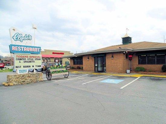 Clyde's Restaurant: outside